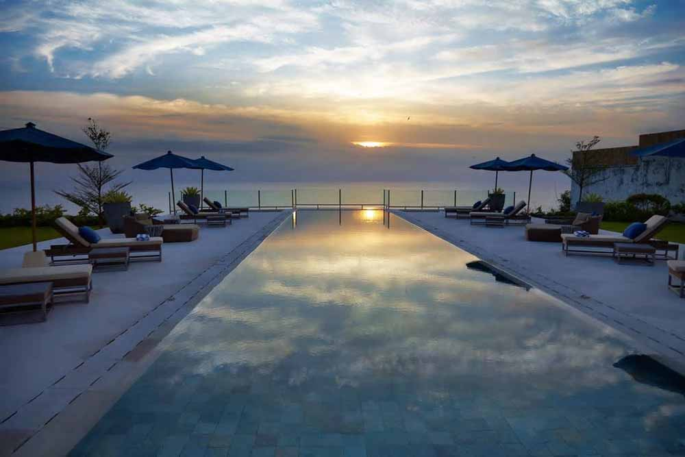 Sublime Bali cliff-front villa for sale in the billionaire row of Uluwatu