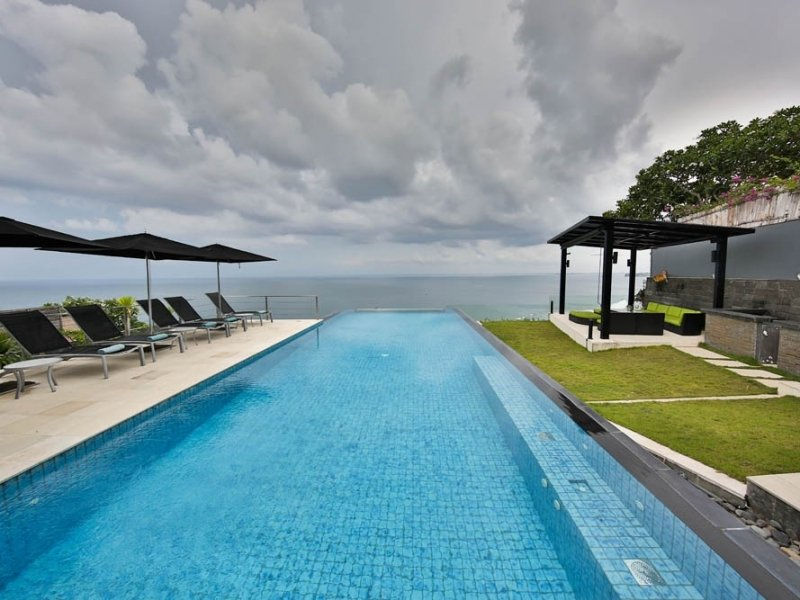 Majestic cliff front villa for sale Bali in Uluwatu billionaire row