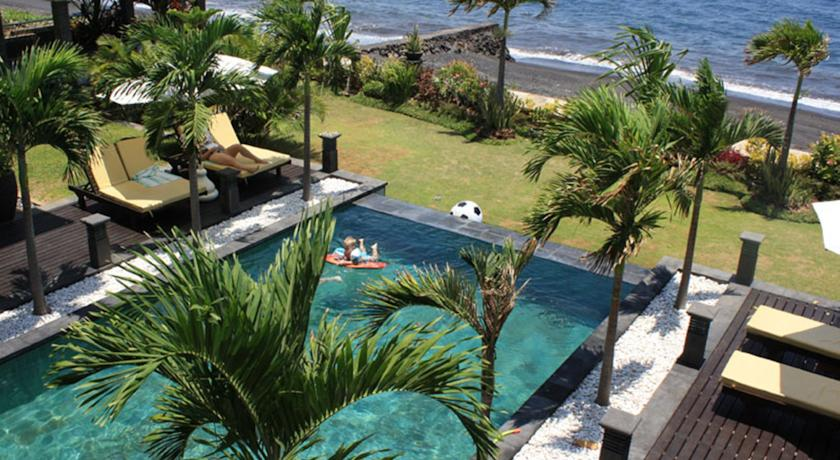 Splendid beachfront villa for sale in Bali in Lovina area