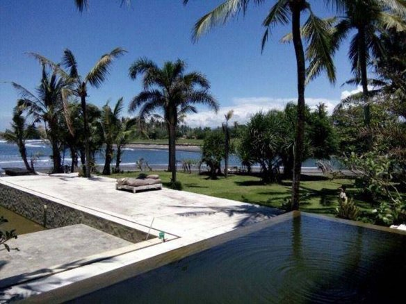 Exclusive beachfront Bali villa for sale in the area of Tabanan