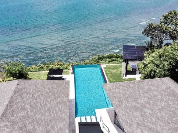 巴厘岛乌鲁瓦图亿万富翁行出售雄伟悬崖前别墅