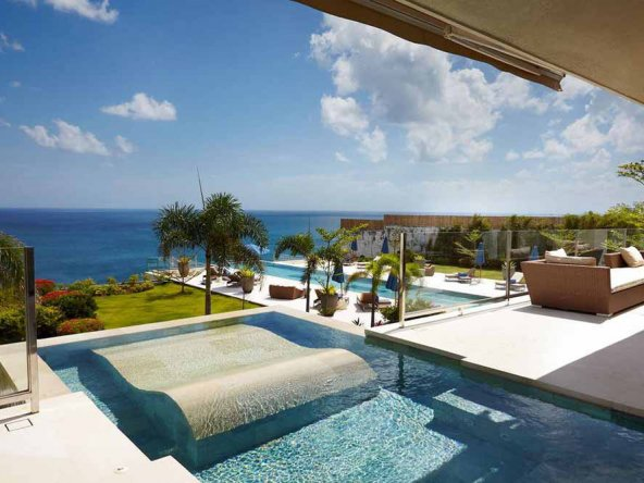 Sublime Bali cliff-front villa for sale in the billionaire row of Uluwatu